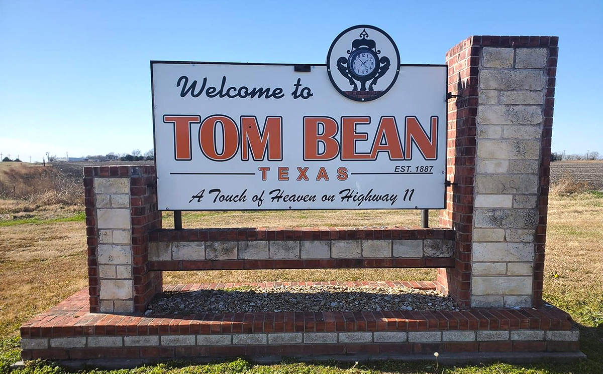 Welcome Sign at the entrance to the City of Tom Bean
